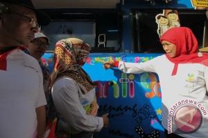 Mensos luncurkan mobil antigalau di Surabaya