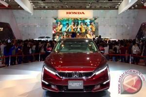 JKT48 sambut mobil baru Honda (Video)