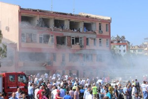 Bom mobil Turki tewaskan tiga orang, 50 cedera