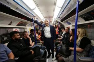 """Bertahun tertunda, """"kereta tabung"""" malam London beroperasi"""