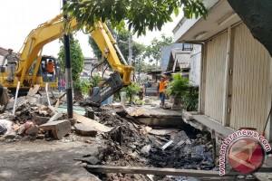 Pemprov DKI bongkar beton sepanjang 630 meter penyebab banjir
