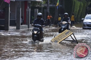 Ahok pastikan titik rawan banjir terus berkurang