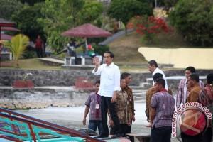 Presiden Joko Widodo Menyeberangi Danau Toba