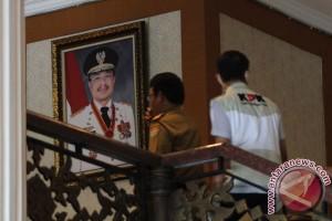 Penyidik KPK Geledah Ruang Kerja Gubernur Sultra