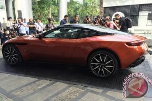 Tampilan eksterior dan interior Aston Martin DB11 (video)