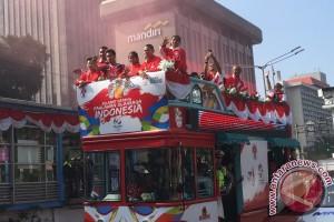 Bus arak-arakan Olimpiade dua kali berhenti