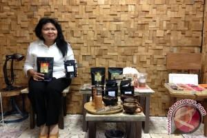 Wanita Jepang menyukai bulu mata palsu Indonesia