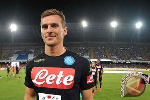 Napoli gulung Milan 4-2