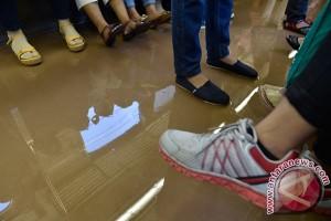 Sejumlah lintasan KRL di Jakarta terendam air