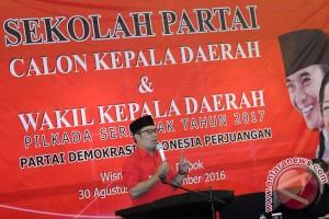 Ridwan Kamil berbaju merah di acara PDIP