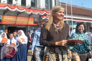 Queen Maxima witnesses financial inclusion programs in Bogor