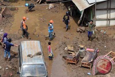 Relawan Pendukung Jokowi bantu korban banjir Garut
