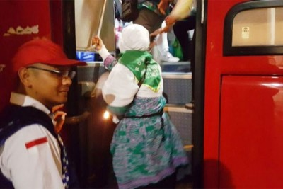 Kepulangan jemaah haji kloter 14 Jakarta tertunda