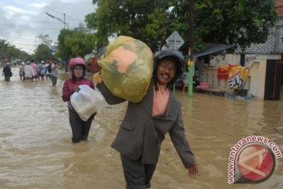 Aktivitas ekonomi Sampang lumpuh karena banjir