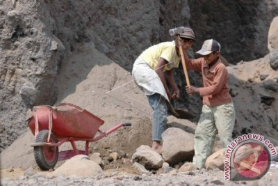 Indonesian government withdrawing child workers