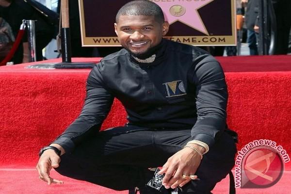 Usher Masuk Hollywood Walk Of Fame