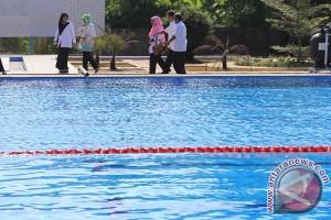 Berapa banyak urin di kolam renang dan berbahaya?