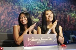 Jean-Paul Gaultier dandani patung penyanyi Anggun di Madame Tussauds