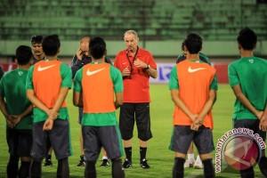 Alfred Riedl siapkan 40 pemain untuk AFF Cup