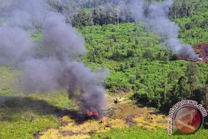 EARTH WIRE -- TNI wary of forest and land fires in Riau province