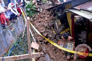 Longsor landa kota Bogor satu pekerja tewas