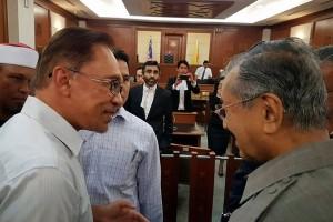 Mahathir bertemu Anwar Ibrahim setelah 18 tahun