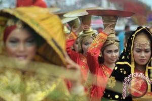 Kostum pengantin Minang memikat publik Swedia