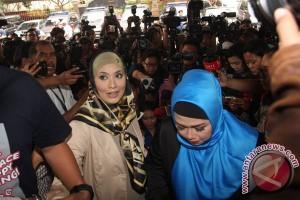 Elma Theana datangi polisi sebagai saksi kasus Gatot Brajamusti