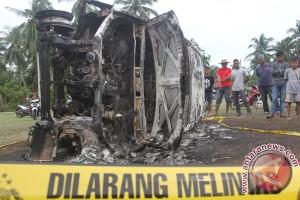 Mobil Pelaku Pencurian Dibakar Massa