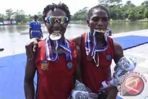Emas Dayung Kano Putri Papua