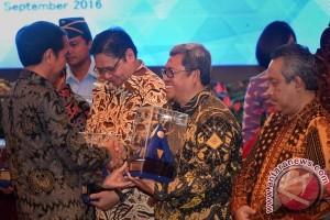 Presiden Jokowi beri penghargaan peraih opini WTP