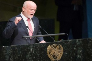 President of UN General Assembly calls for order in hall in an unusual manner