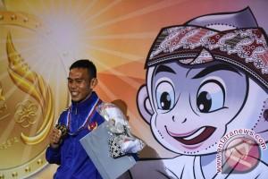 PON 2016 - Karateka Suryadi hadiahkan emas pertama untuk Lampung