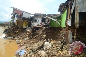PDIP kerahkan 100 personel untuk korban banjir Garut