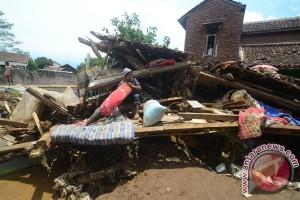 Enam gardu listrik terkena banjir bandang Garut