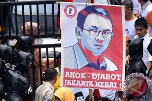 Pendukung Ahok-Djarot banjiri kantor KPUD DKI Jakarta