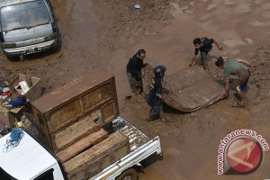 Enam anjing pelacak cari korban banjir bandang Garut