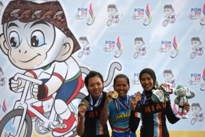 PON 2016  - Senandung Rieka Roeslan lengkapi kesuksesan balap sepeda