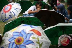 Pengrajin payung lukis dari Klaten kebanjiran pesanan