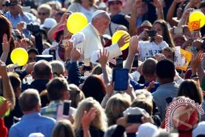 Paus buka layanan penatu gratis bagi tunawisma