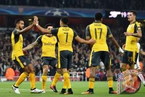 Walcott bawa Arsenal sikat Basel 2-0