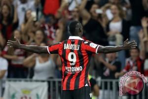 Balotelli cetak gol saat Nice mengalahkan Zulte 5-1