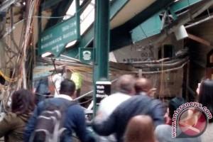 Kecelakaan kereta komuter di New Jersey lukai ratusan orang