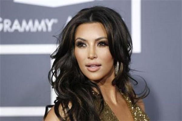 Kim Kardashian Tanggapi Rumor Kehamilan Kylie Jenner