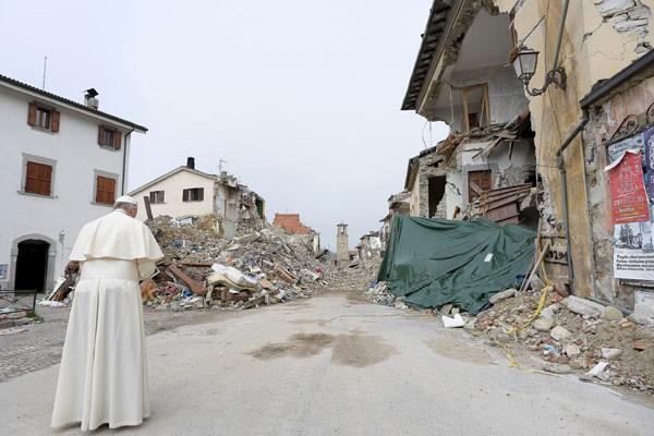 Gempa Bumi Kuat Guncang Italia Tengah