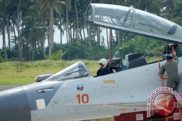 Sukhoi dan F-16 unjuk kekuatan kepada Jokowi