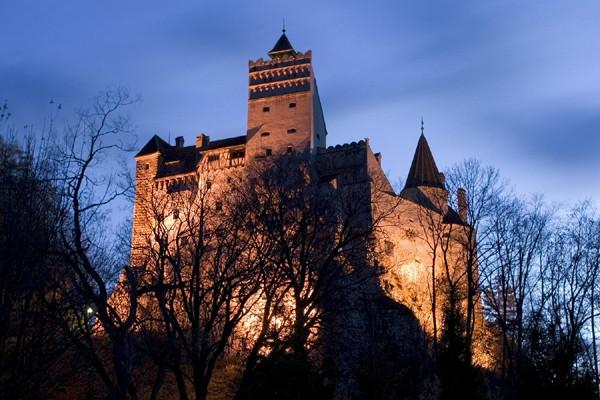 Kastil Drakula Rumania Terima Dua Tamu Di Malam Halloween