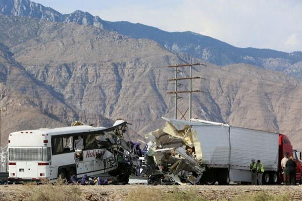 13 Tewas, 31 Cedera Dalam Tabrakan Bus Di Southern California