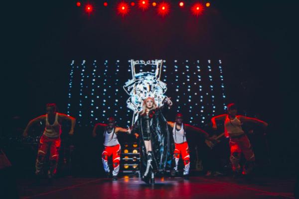 CL 2NE1 Manggung Dalam Tur Perdana Di Amerika Utara