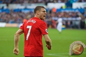 Penalti Milner bawa Liverpool tekuk Swansea 2-1
